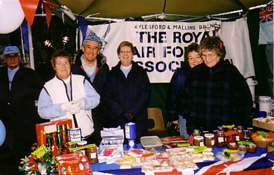 Pauline Bates (2nd from right) and Margaret Burton (right)